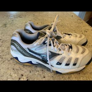 Woman's Mizuno Volleyball Shoes Wave Rally